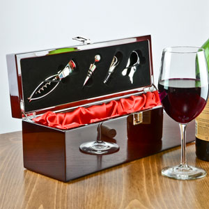 Rosewood Wine Accessory Gift Set